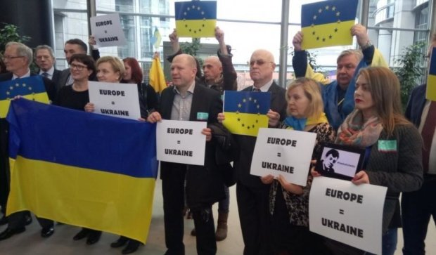 Европарламент напомнил про Украину флешмобом
