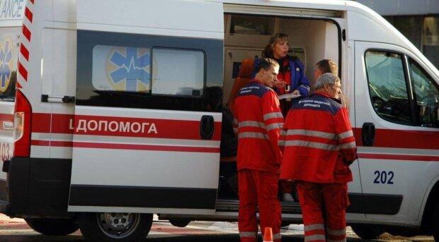 """Под Одессой карета скорой едва не стала могилой для пациента: """"толкали всем селом"""", скандальные кадры"""