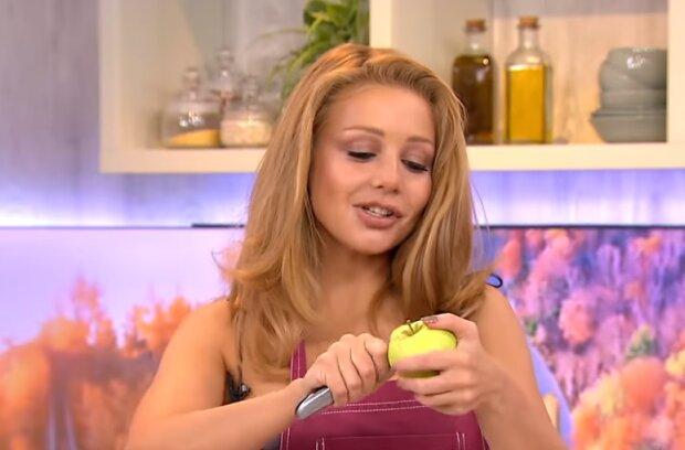 Перевернутый пирог с яблоками и сливами поразил саму Тину Кароль: рецепт, от которого в восторге звезда