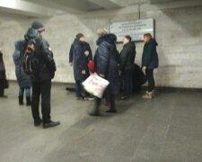 У киянина стався інфаркт в метро, фото: Украина Сейчас