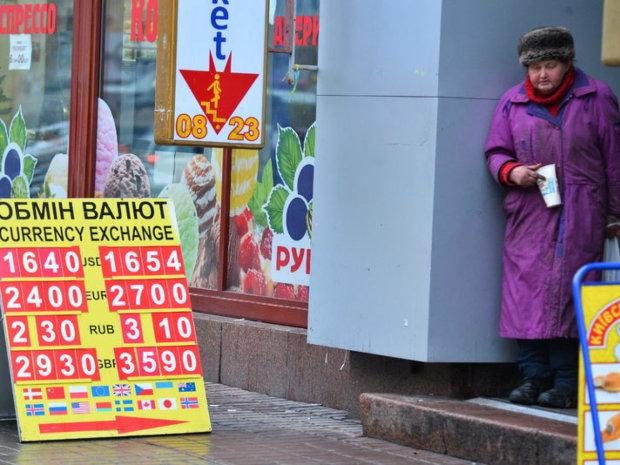 Курс валют на 13 лютого: долар ходить по краю
