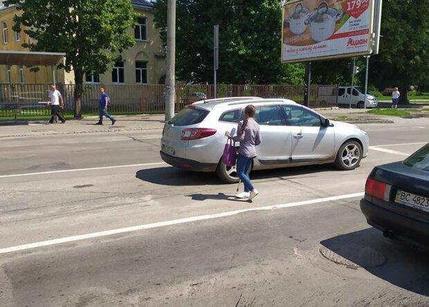 Львів заполонили безхатченки - жебракують і лякають дітей, копам плювати