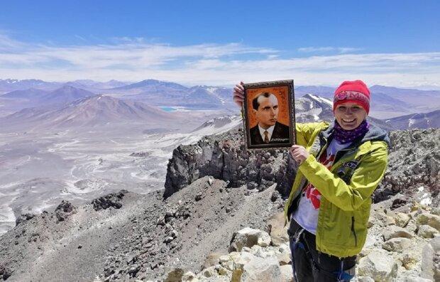 Кристина Мохнацкая покорила вулкан Охос дель Саладо, фото: Facebook Руслан Марцинкив