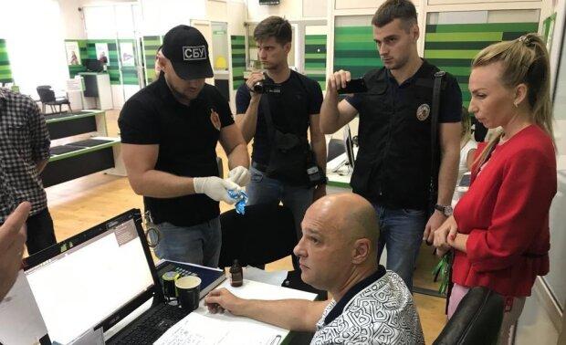 Обшуки у ПриватБанку: у поліції пояснили, чому спецназ увірвався у відділення