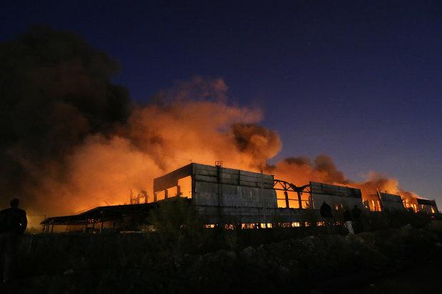 У Санкт-Петербурзі гримлять вибухи: місто осяяне спалахами полум'я, людей евакуюють