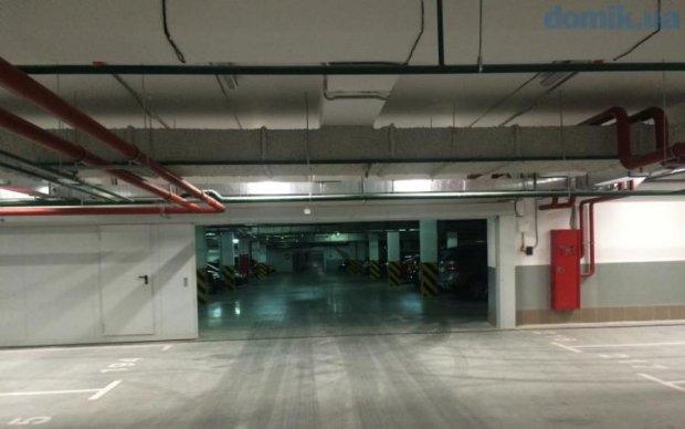 """В Киеве в скандальном ЖК """"Автограф"""" группы компаний DIM протекает подземный паркинг, где паркоместо стоит 20 тысяч долларов"""