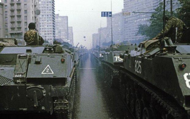 У центр Москви стягнули військову техніку і танки: що відбувається