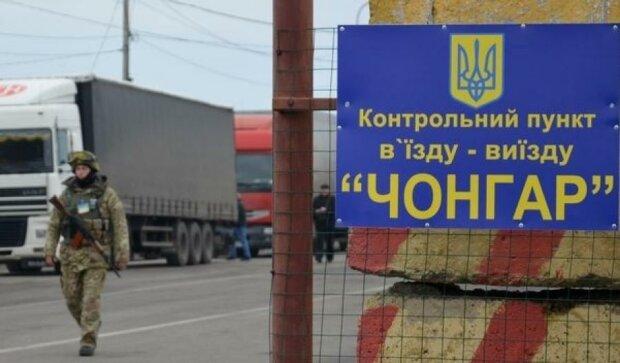 В Крыму неадекват полностью парализовал пропускной пункт
