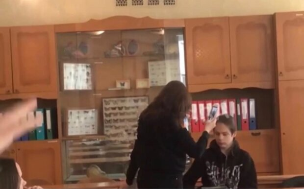 Конфлікт у школі, скріншот з відео