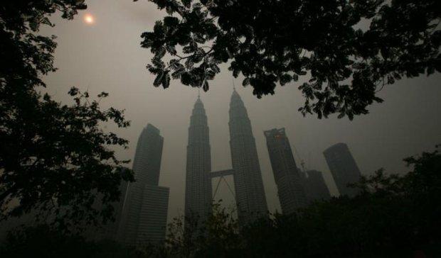 Малайзію затягнуло смогом: у країні закривають школи
