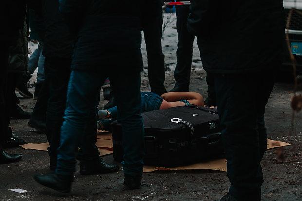 Страшна знахідка у валізі: поліція просить допомогти впізнати загиблу, фото 21+