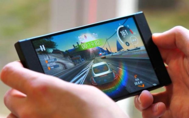 """Xiaomi показала свою """"чорну акулу"""" для геймерів"""