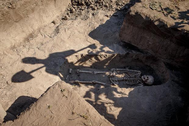 Магические амулеты, внутренние органы: археологи наткнулись на жуткое захоронение, это не укладывается в голове