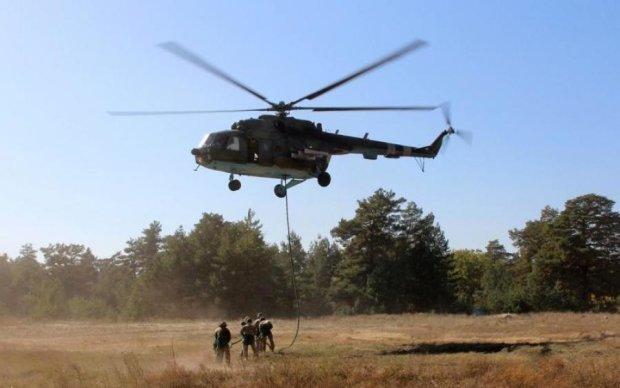 Десантирование с вертолета на воду: в сети показали впечатляющие учения