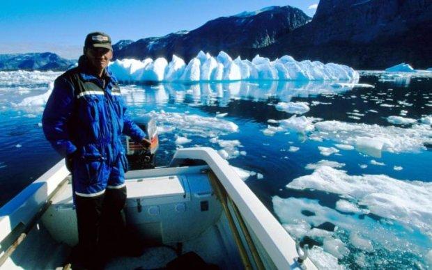 """У льодах Арктики з'явилися таємничі """"чорні діри"""": фото"""