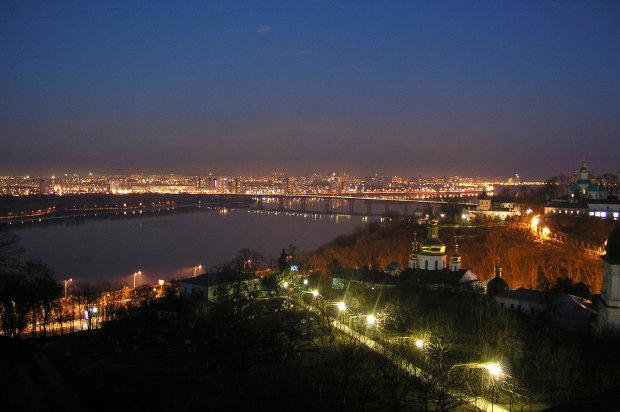 Главный мост Киева закроют: стало известно, когда и зачем