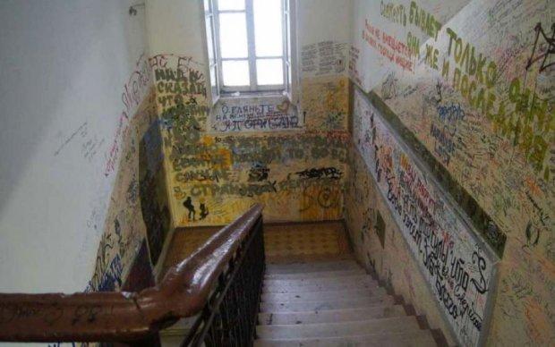 Зовсім юна туристка трагічно загинула в закритій львівській квартирі