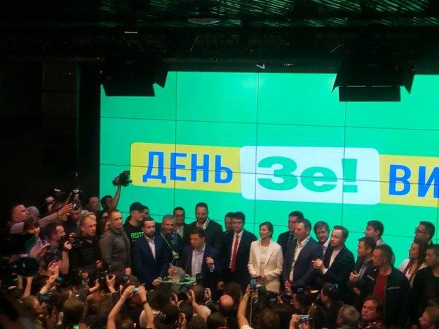 У Зеленского поздравили украинцев с победой: мы создали страну мечты