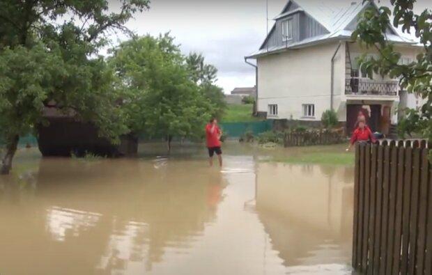 Разрушительные наводнения оставили украинцев без крыши над головой: кто имеет право на денежные компенсации