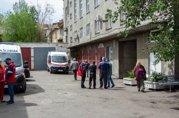 Засутки вУкраинском государстве  заболеваемость COVID-19 упала практически  вдвое