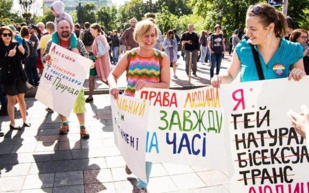 На ЛГБТ-марше в Киеве засекли Путина в странной позе