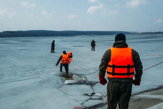 Под Тернополем разыскивают рыбака-экстремала: поглотила ледяная вода