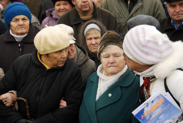 Українці не отримають пенсій у грудні: у Гройсмана передумали