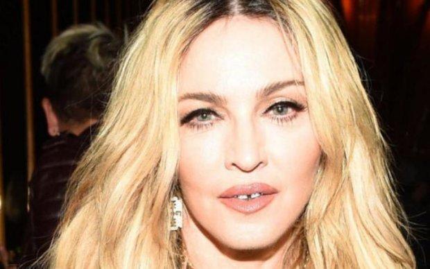 Личные письма и нижнее белье Мадонны продадут без ее согласия