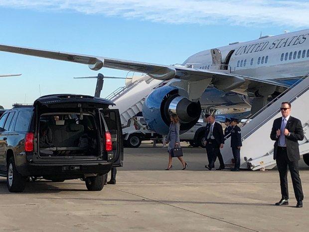 Не долетіла: літак Меланії Трамп задимився у повітрі
