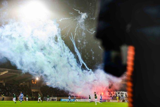 Шведские фанаты едва не взорвали стадион: видео