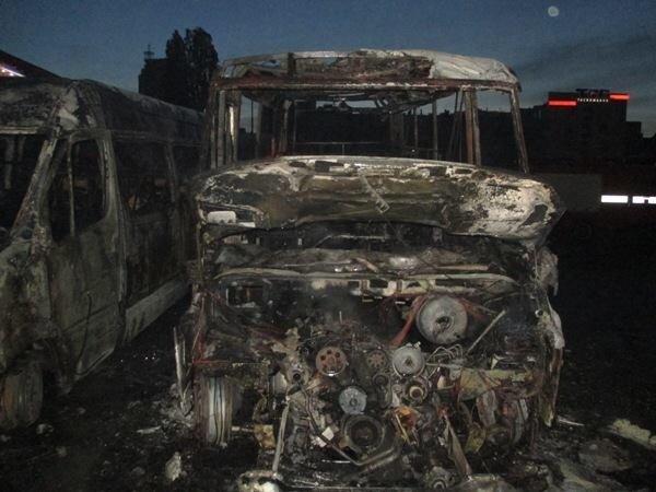 У Києві спалахнув автобус з людьми, вистрибували на ходу: копи підозрюють недобре