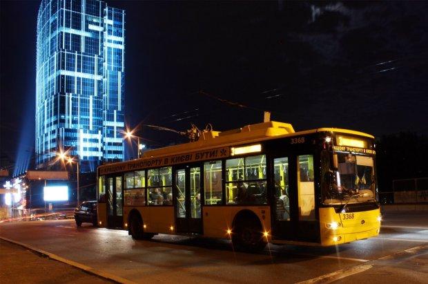 В Киеве пасхальная ночь заставит метро, троллейбусы и маршрутки работать по-другому: опубликован новый график