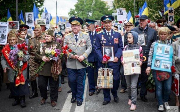 Кибервоины спародировали Бессмертный полк: очень странные фото