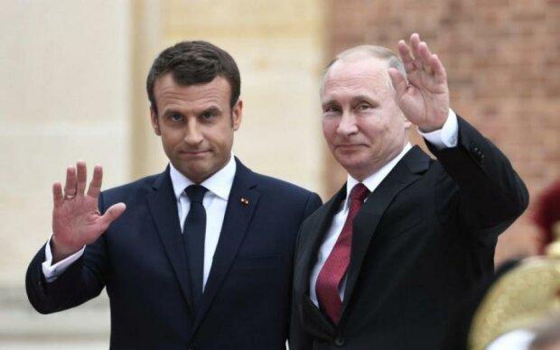 Карликовий Путін різко підріс для зустрічі з Макроном: фото