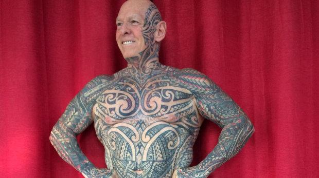 Рэй Гортон все тело покрыл татуировками