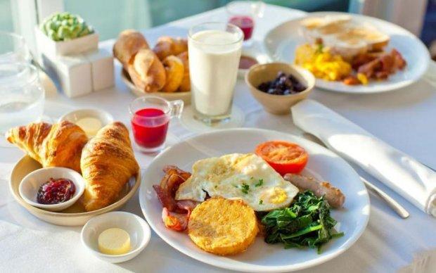 Ягоди, оселедець, перемішати: чим снідає дієтолог