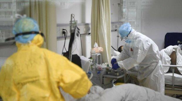 """Covid заставляет черновицких врачей действовать жестко, спасают жизни из последних сил: """"Один кислородный баллон на троих"""""""