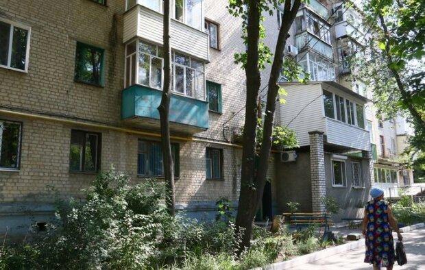 Наркотики на балконе: в Запорожье обнаглевший наркобарон торговал смертью под носом у копов
