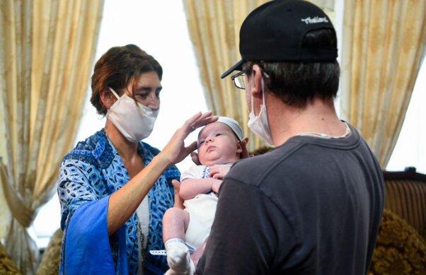 Аргентинська сім'я возз'єдналася зі своїм малюком