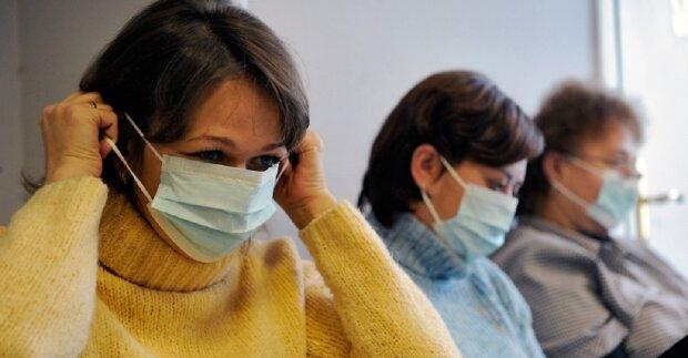 """Грипп атакует: в Запорожье тысячи людей жалуются на болезнь """"мокрого носа"""", что советуют медики"""