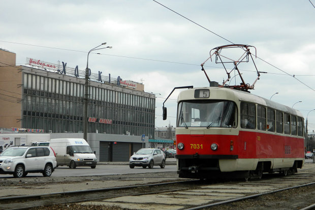 Бабуся-зачепер прославилася на всю Україну: скорився навіть трамвай