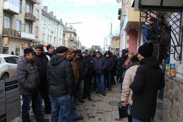 """Заробитчане массово убегают из Польши, новый """"друг"""" подал руку помощи: что обещают украинцам"""