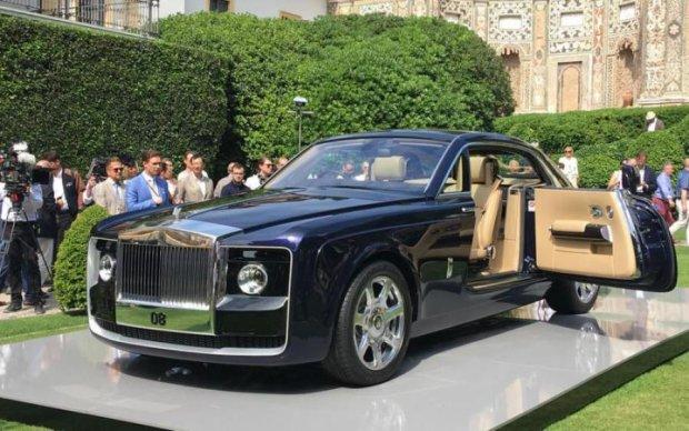 Самое роскошное авто в мире показали со всех сторон
