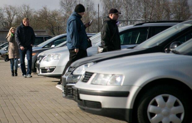 Українцям почали безкоштовно роздавати євробляхи: кому дістануться автівки