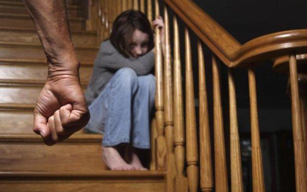 Бесчеловечные пытки: алкоголик украл детей и издевался над ними три дня