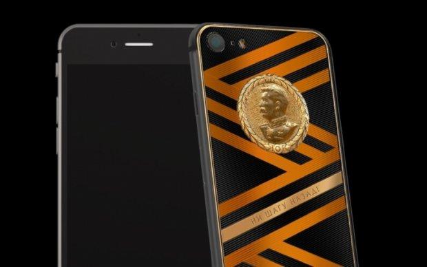 Розстріляти: у РФ до Дня Перемоги випустили золотий iPhone зі Сталіним та георгіївською стрічкою