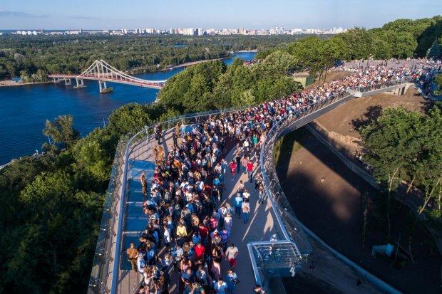"""Горе-мост Кличко снова погряз в скандал: """"По колена в воде"""""""