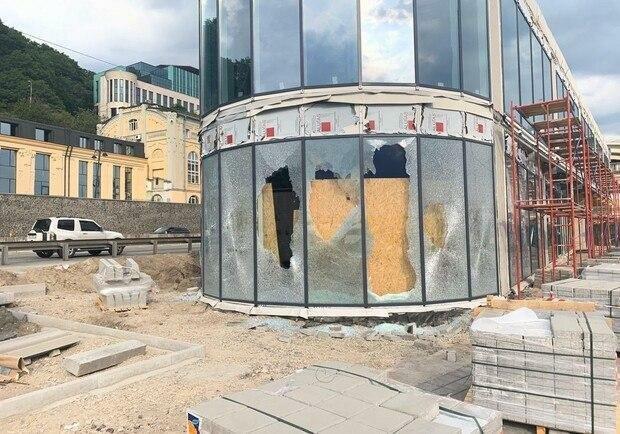 Активісти вимагали хабар в 2,5 мільйонів гривень з власників будівлі на Поштовій площі