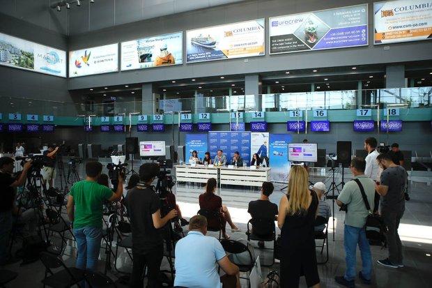 Wizz Air нарвалася на скандал, пасажири розлючені: хотіли палити шини просто у терміналі (оновлено)