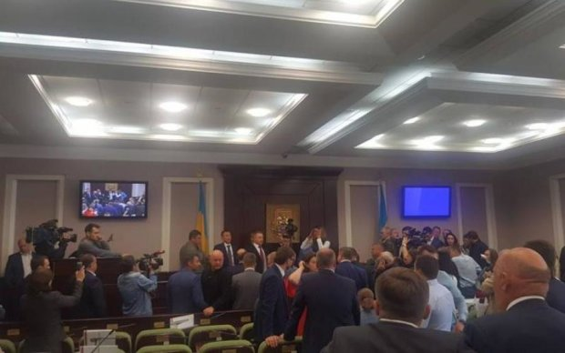 Депутаты избили коллегу до потери сознания